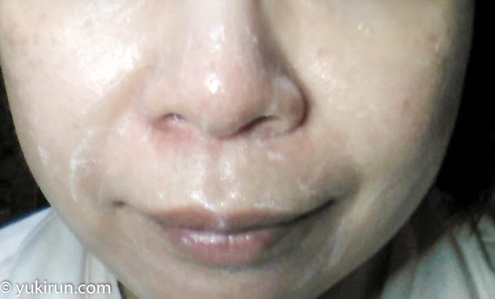 画像:泡をつぶすように顔中に広げていきます…量が多かったので、まだ泡が残っている状態。