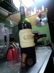 台所で鎮座するワインちゃん